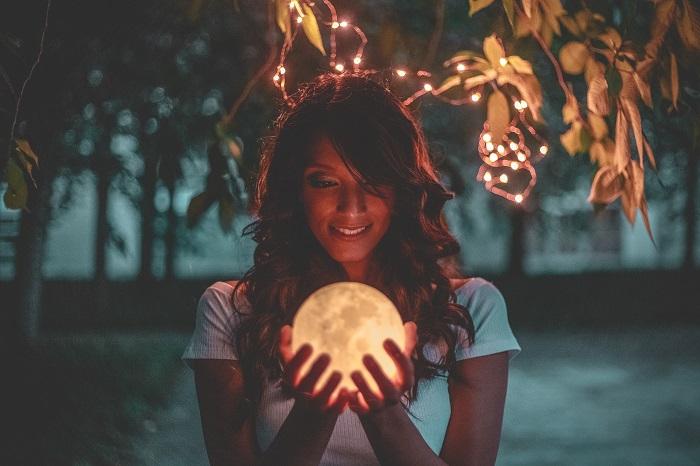 Ez a 6 csillagjegy lesz a legszerencsésebb október 31-én, a Telihold napján!