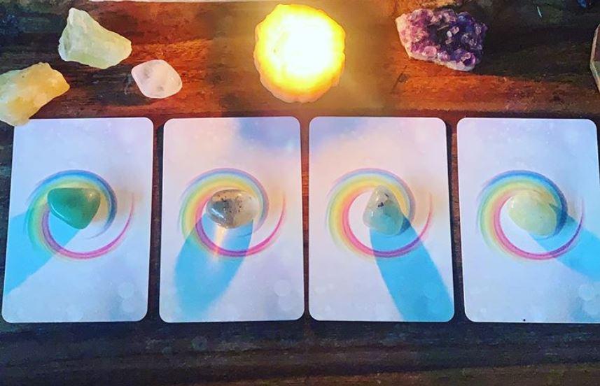 Válassz egy kártyát a négyből és tudd meg, hogy milyen üzenete van számodra!