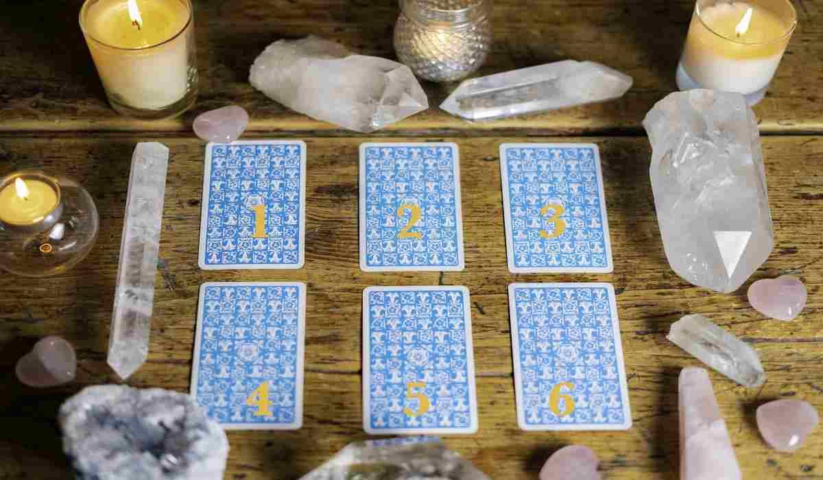Válassz egy kártyát, hogy megtudd, mit hoz a közeljövő!