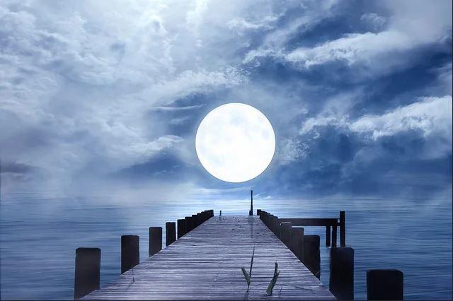 Az augusztus 22-i Kék hold arra ösztönöz, hogy adjunk még egy esélyt a szeretetnek!